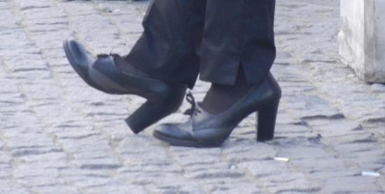 Cine premiază curajul femeilor care calcă pe… trotuarele din Constanța?